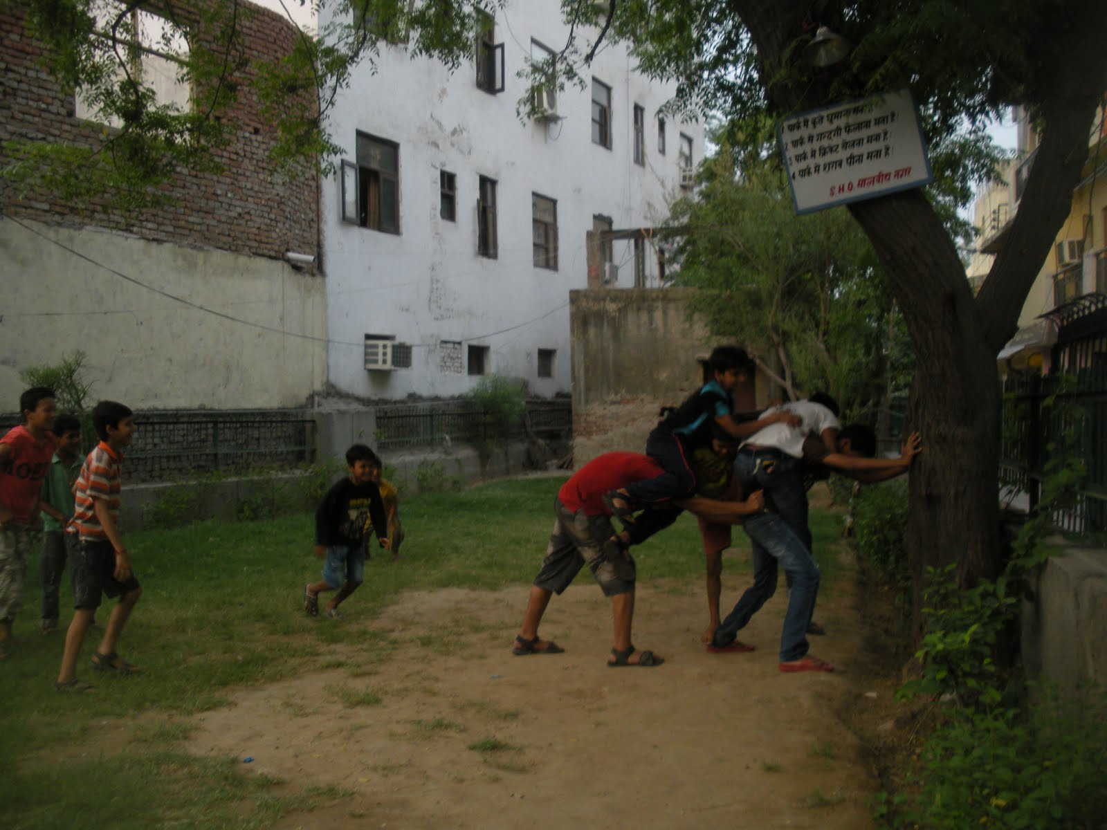 Ghoda-Ghodi being played in the triangular park, not a regular phenomenon. Some of the hip-hoppers practice here on the cement square